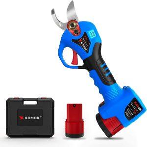 Komok has a light weight shear to make it easier to cut