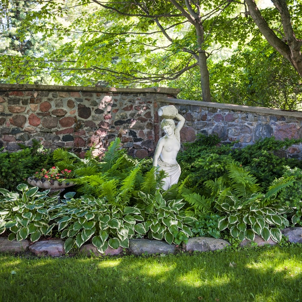 Statues can help create a focal design element